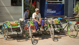 Βιρμανίδα σκηνή οδών με τη δίτροχο χειράμαξα Στοκ φωτογραφίες με δικαίωμα ελεύθερης χρήσης