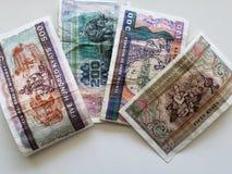 Βιρμανός τραπεζογραμμάτια στις διαφορετικές μετονομασίες και το άσπρο υπόβαθρο στοκ εικόνα