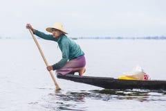 Βιρμανός ψαράς στη λίμνη inle Στοκ Εικόνες