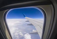 Βλέπω? φτερό γούρνα αεροπλάνων το φωτιστικό στοκ εικόνες