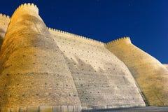 Βλαστός φωτογραφίας νύχτας των ιστορικών τοίχων του φρουρίου κιβωτών στη Μπουχάρα, κεντρική Ασία στοκ φωτογραφία με δικαίωμα ελεύθερης χρήσης