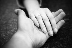 βοήθεια χεριών Στοκ φωτογραφίες με δικαίωμα ελεύθερης χρήσης