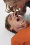 βοηθήστε τις πρώτες οδηγίες ιατρικές Στοκ Εικόνες