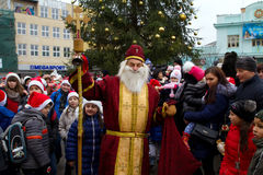 Βοηθοί παρελάσεων Άγιου Βασίλη σε Uzhgorod Στοκ Φωτογραφία