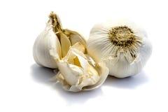 Βολβός σκόρδου και γαρίφαλο σκόρδου στο άσπρο υπόβαθρο στοκ φωτογραφία με δικαίωμα ελεύθερης χρήσης