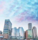Βοστώνη, μΑ Όμορφος ορίζοντας πόλεων στο σούρουπο Στοκ Φωτογραφία