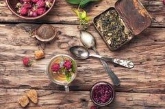 Βοτανικό τσάι με τα σμέουρα Στοκ Εικόνες