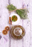 Βοτανικό τσάι με τη μέντα, το θυμάρι και την κανέλα Στοκ εικόνες με δικαίωμα ελεύθερης χρήσης
