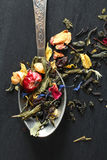 Βοτανικό τσάι σε ένα κουταλάκι του γλυκού Στοκ Εικόνα
