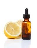 Βοτανικό dropper ιατρικής μπουκάλι με τα λεμόνια Στοκ Εικόνα