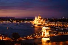 Βουδαπέστη και ο ποταμός Δούναβη τη νύχτα Στοκ Εικόνες