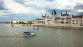 Βουδαπέστη, Ουγγαρία - βάρκα επίσκεψης στον ποταμό Δούναβης φιλμ μικρού μήκους