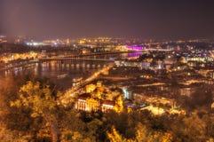 Βουδαπέστη, Ουγγαρία, γέφυρα FI PetÅ `, ποταμός Δούναβη - εικόνα νύχτας Στοκ Εικόνες