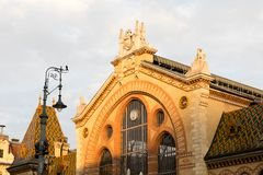 Βουδαπέστη/Ουγγαρία-28 08 18: Εσωτερικό μπροστινό κατάστημα αιθουσών τροφίμων αγοράς της Βουδαπέστης κεντρικό στοκ εικόνες