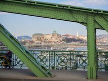 Βουδαπέστη, Ουγγαρία Πανόραμα πέρα από τον ποταμό Δούναβη και την εθνική βιβλιοθήκη Szechenyi πέρα από το λόφο στοκ φωτογραφίες με δικαίωμα ελεύθερης χρήσης