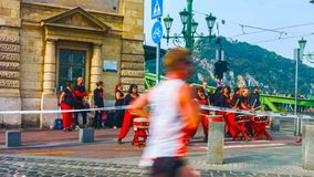 Βουδαπέστη, Ουγγαρία - MAI 01, 2019: Οι μη αναγνωρισμένοι δρομείς μαραθωνίου συμμετέχουν σε 35 και την άνοιξη μισή Βουδαπέστη της στοκ εικόνα με δικαίωμα ελεύθερης χρήσης