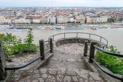 Βουδαπέστη που βλέπει άνωθεν μια νεφελώδη ημέρα, Ουγγαρία Στοκ Φωτογραφίες