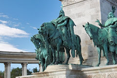 ΒΟΥΔΑΠΕΣΤΗ, ΟΥΓΓΑΡΙΑ - 8 ΑΥΓΟΎΣΤΟΥ 2012: Αγάλματα των θρυλικών επτά οπλαρχηγών στο τετράγωνο ηρώων ` Στοκ εικόνες με δικαίωμα ελεύθερης χρήσης