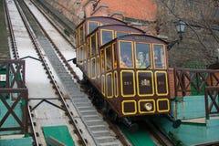 ΒΟΥΔΑΠΕΣΤΗ, ΟΥΓΓΑΡΙΑ - 27 ΔΕΚΕΜΒΡΊΟΥ 2014: Funicular στο κάστρο Buda στοκ εικόνες