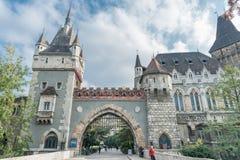 ΒΟΥΔΑΠΕΣΤΗ, ΟΥΓΓΑΡΙΑ - 26 ΟΚΤΩΒΡΊΟΥ 2015: Castle στο τετραγωνικό πάρκο ηρώων, Βουδαπέστη Στοκ φωτογραφίες με δικαίωμα ελεύθερης χρήσης