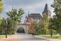 ΒΟΥΔΑΠΕΣΤΗ, ΟΥΓΓΑΡΙΑ - 26 ΟΚΤΩΒΡΊΟΥ 2015: Castle στο τετραγωνικό πάρκο ηρώων, Βουδαπέστη Στοκ εικόνα με δικαίωμα ελεύθερης χρήσης
