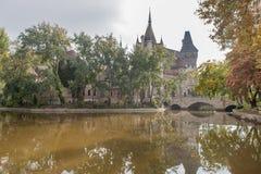 ΒΟΥΔΑΠΕΣΤΗ, ΟΥΓΓΑΡΙΑ - 26 ΟΚΤΩΒΡΊΟΥ 2015: Castle στο τετραγωνικό πάρκο ηρώων, Βουδαπέστη Στοκ φωτογραφία με δικαίωμα ελεύθερης χρήσης
