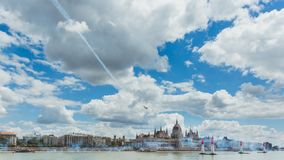 ΒΟΥΔΑΠΕΣΤΗ, ΟΥΓΓΑΡΙΑ, ΣΤΙΣ 24 ΙΟΥΝΊΟΥ - 2018 - φυλή αεροπλοΐα του Red Bull στο κέντρο της πρωτεύουσας Βουδαπέστη, Ουγγαρία στοκ φωτογραφία με δικαίωμα ελεύθερης χρήσης