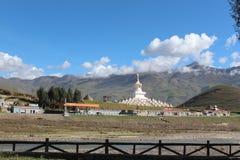 Βουδιστική παγόδα στο daocheng στοκ εικόνα