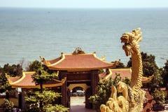 Βουδιστικός ναός στο νησί Phu Quoc με πολλά αγάλματα στοκ φωτογραφίες με δικαίωμα ελεύθερης χρήσης