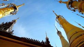 Βουδιστικός ναός στο χωριό Indein, λίμνη Inle, το Μιανμάρ φιλμ μικρού μήκους