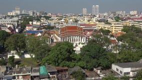 Βουδιστικός ναός Wat Ratchanadda στο αστικό τοπίο bangkok thailand απόθεμα βίντεο