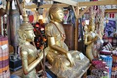 Βουδιστικός τα αγάλματα και τα αναμνηστικά στοκ φωτογραφία με δικαίωμα ελεύθερης χρήσης