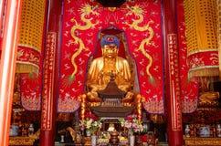 Βουδιστικό άγαλμα - βωμός στον κινεζικό ναό Στοκ Εικόνες