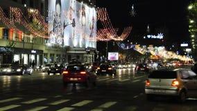 Βουκουρέστι, την 1η Δεκεμβρίου 2015: Φως νυχτών Χριστουγέννων από το Βουκουρέστι στη Ρουμανία απόθεμα βίντεο