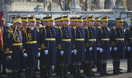 ΒΟΥΚΟΥΡΕΣΤΙ, ΡΟΥΜΑΝΙΑ, ΤΗΝ 1Η ΔΕΚΕΜΒΡΊΟΥ: Στρατιωτική παρέλαση στη εθνική μέρα της Ρουμανίας, Arc de Triomphe, την 1η Δεκεμβρίου  Στοκ φωτογραφίες με δικαίωμα ελεύθερης χρήσης