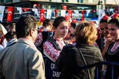 Βουλγαρικοί λαϊκοί χορευτές στην εθνικές κυριαρχία και την ημέρα παιδιών ` s - Τουρκία Στοκ Φωτογραφία