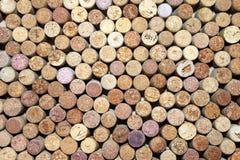 Βουλώνει από το κόκκινο κρασί και βουλώνει από το άσπρο κρασί ως αφηρημένο υπόβαθρο Στοκ Φωτογραφίες