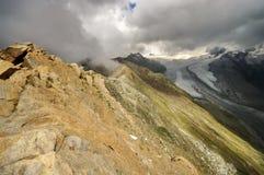 Βουνά Άλπεων και παγετώνας Gorner στο υπόβαθρο, έλξη ορόσημων στην Ελβετία Στοκ Εικόνες