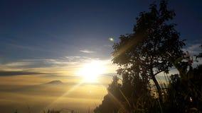 Βουνά ανατολής φεγγιτών στοκ εικόνα με δικαίωμα ελεύθερης χρήσης