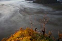 Βουνά ανατολής Άποψη ηφαιστείων πρωινού φύσης της Ταϊλάνδης Οδοιπορία βουνών, τοπίο άποψης Κανένας φωτογραφία οριζόντιος στοκ εικόνα