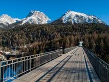 Βουνά επάνω από Scuol Στοκ φωτογραφία με δικαίωμα ελεύθερης χρήσης