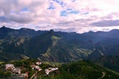 Βουνά θλγραν θλθαναρηα και Artenara χωριό Στοκ φωτογραφίες με δικαίωμα ελεύθερης χρήσης
