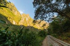 Βουνά διαδρομής σιδηροδρόμων και Machu Picchu, Περού Στοκ Εικόνες