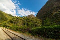 Βουνά διαδρομής σιδηροδρόμων και Machu Picchu, Περού Στοκ εικόνες με δικαίωμα ελεύθερης χρήσης
