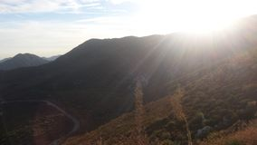 Βουνά και ήλιος στοκ εικόνα με δικαίωμα ελεύθερης χρήσης