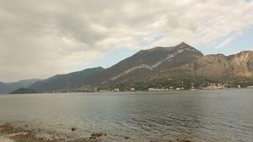 Βουνά και λίμνη απόθεμα βίντεο