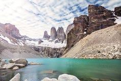 Βουνά και λίμνη Torres del Paine στο National πάρκο, Παταγωνία Στοκ Εικόνα