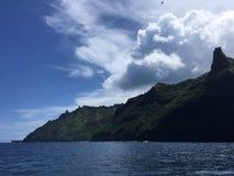 Βουνά και απότομοι βράχοι ακτών Napali που βλέπουν από το Ειρηνικό Ωκεανό - Kauai νησί, Χαβάη Στοκ Φωτογραφία