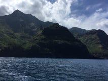 Βουνά και απότομοι βράχοι ακτών Napali που βλέπουν από το Ειρηνικό Ωκεανό - Kauai νησί, Χαβάη Στοκ φωτογραφίες με δικαίωμα ελεύθερης χρήσης