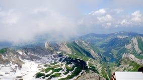 Βουνά και κοιλάδες Στοκ φωτογραφία με δικαίωμα ελεύθερης χρήσης